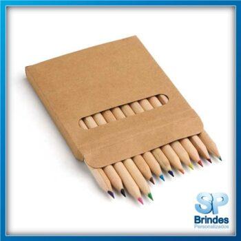 Caixa de cartão com 12 lápis de cor